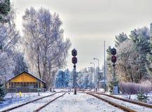 Железная дорога в городе зимы Стоковое Изображение