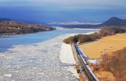 Железная дорога в цветах зимы на парке штата горы медведя, Нью-Йорке Стоковое фото RF