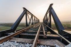 Железная дорога моста в утре Стоковые Изображения RF