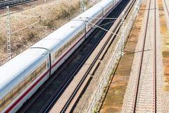 Железная дорога с moving поездом Стоковое Фото
