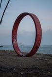 Железная структура круга около Рекы Tagus в Лиссабоне Стоковые Фото