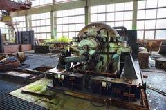 Железное ржавое промышленное оборудование, машина в покинутой фабрике Стоковое Изображение RF