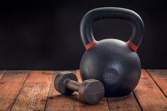 Железное kettlebell и гантель Стоковое Фото