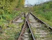 2 железной дороги при стрелок рельса симметрично отступая к hor Стоковые Изображения RF
