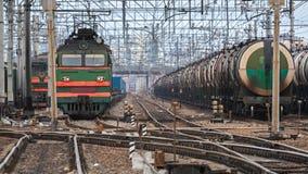 Железнодорожная сцена с поездами груза Стоковая Фотография