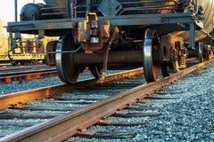 Железнодорожная сцена с поездом груза Стоковые Изображения