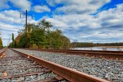 Железнодорожная сцена с поездом груза Стоковое Изображение RF