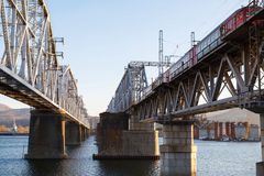 Железнодорожное река зимы моста Стоковые Изображения