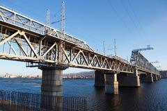 Железнодорожное река зимы моста Стоковая Фотография