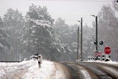 Железнодорожное скрещивание в зиме Стоковые Изображения RF