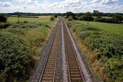 Железнодорожные пути в английской сельской местности Стоковые Изображения