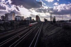 Железнодорожные пути и подход к поезда Стоковые Фото