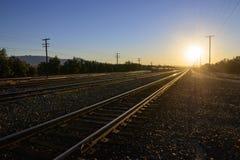 Железнодорожные пути на заходе солнца Стоковая Фотография RF