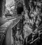 Железнодорожные пути на скале Стоковое Изображение