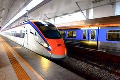 Железнодорожные услуги поезда ETS междугородные в Малайзии Стоковое фото RF