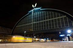 Железнодорожный вокзал Амстердама центральный на ноче Стоковое Изображение RF