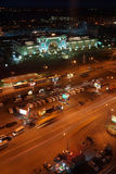 Железнодорожный вокзал в городе Новосибирска, самом большом городе в западном Сибире, России. Взгляд ночи Стоковая Фотография RF