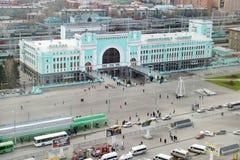Железнодорожный вокзал в городе Новосибирска, самом большом городе в западном Сибире, России Стоковое Изображение