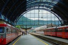 Железнодорожный вокзал в городе Норвегии Бергена стоковые фотографии rf