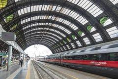 Железнодорожный вокзал Милан Centrale милана центральный, Италия Стоковая Фотография RF