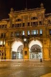 Железнодорожный вокзал обменом Ливерпуля к ноча Стоковое Фото
