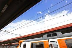 Железнодорожный вокзал с поездами Стоковые Изображения