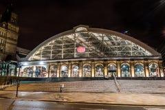 Железнодорожный вокзал улицы известки к ноча Стоковое Фото