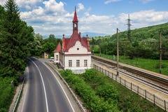 Железнодорожный вокзал Karpaty, горы Carpathan, западная Украина Стоковое Изображение