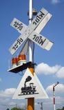 Железнодорожный переезд знака, остерегает поезд Стоковые Изображения RF