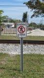 Железнодорожный предупредительный знак Стоковые Фотографии RF