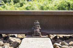 Железнодорожный рельс с креплением Стоковые Фотографии RF