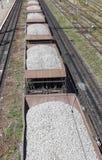 Железнодорожный экипаж нагруженный с гравием Стоковое фото RF