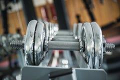 Железные гантели в спортзале Стоковое Фото