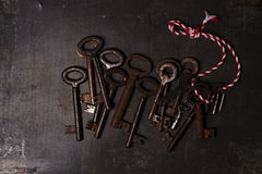Железные ключи на фоне металла Стоковое фото RF