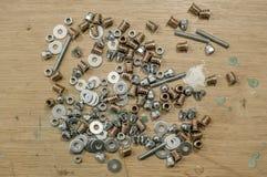 Железные ногти на деревянной предпосылке Стоковые Изображения