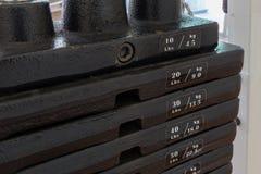 Железные плиты тренажера веса/плит машины тренировки веса Стоковое Изображение RF