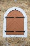 Железные шарниры на деревянных штарках Стоковое фото RF