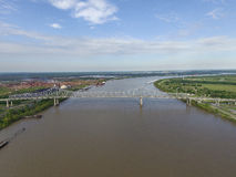 Железный мост над рекой Миссисипи близко к Новому Орлеану, Louisinanna Ветераны мемориальный мост, Edgard Стоковое фото RF
