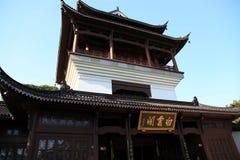 Желтая башня крана в городе Ухань Стоковые Изображения