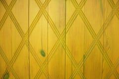 Желтая деревянная дверь с картиной Стоковое Изображение