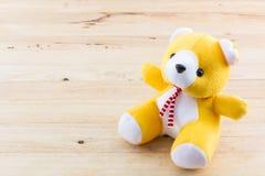Желтая игрушка плюшевого медвежонка Стоковая Фотография RF