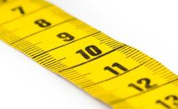 Желтая измеряя изолированная лента - селективный фокус Стоковое Изображение
