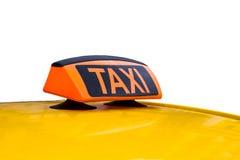 Желтая изолированные крыша и знак такси Стоковые Изображения