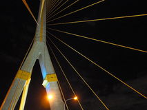 Желтая линия моста на ноче Стоковые Фото