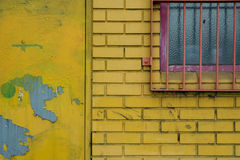 Желтая кирпичная стена Стоковая Фотография