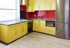 Желтая кухня стоковое изображение