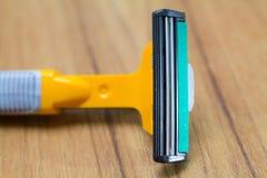 Желтая пластичная бритва безопасности Стоковые Изображения RF