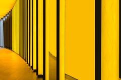 Желтая стена на учреждении Louis Vuitton, Париж, Франция Стоковое фото RF
