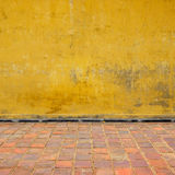 Желтая стена Стоковые Фото
