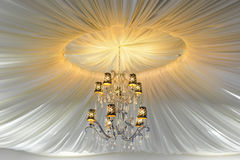 Желтая элегантная люстра Стоковая Фотография RF